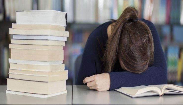 नींद की वजह से नहीं कर पा रहे पढ़ाई, ये टिप्स बनाएंगे आपका बिगड़ा काम