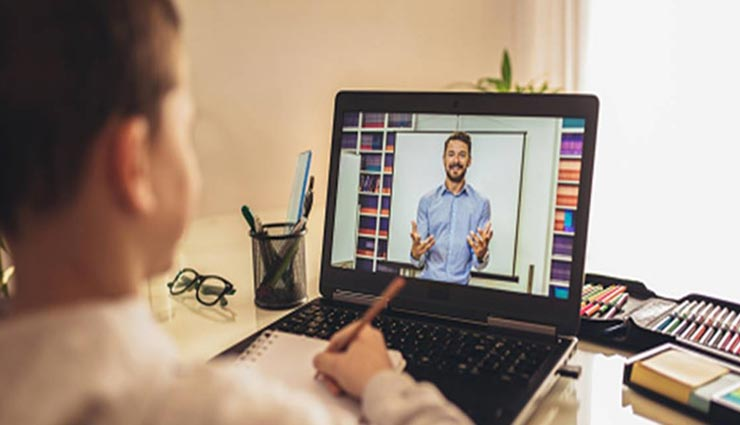 ऑनलाइन कक्षाओं को लेकर एचआरडी मंत्रालय के नए दिशा-निर्देश