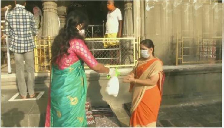 கோயில்கள் திறப்பு... சமூக இடைவெளியை கடைப்பிடித்து பக்தர்கள் சுவாமி தரிசனம்
