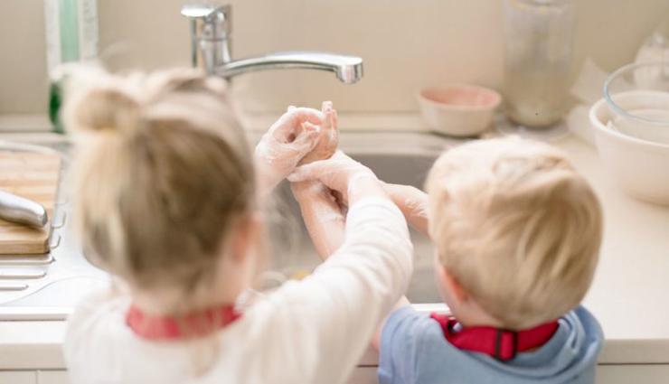 குழந்தைகள் கைச்சுத்திகரிப்பானால் பாதிக்கப்படுவது அதிகரிப்பு