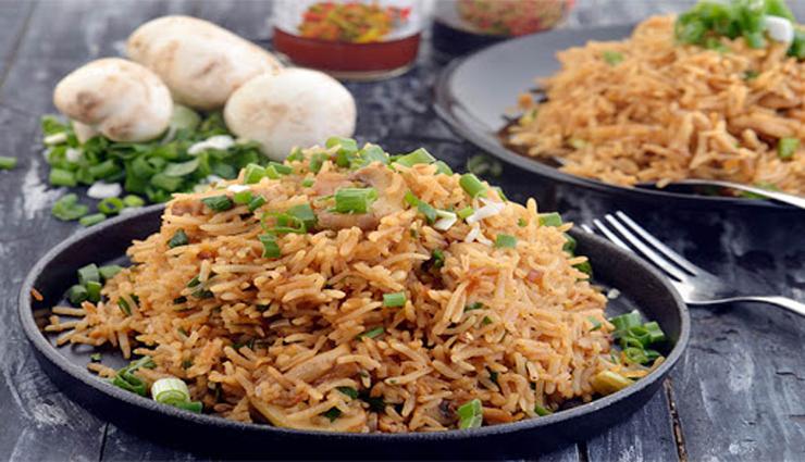 peppers,soy sauce,onions,mushrooms,onion leaves ,மிளகுத்தூள், சோயா சாஸ், வெங்காயம், காளான், வெங்காயத்தாள்