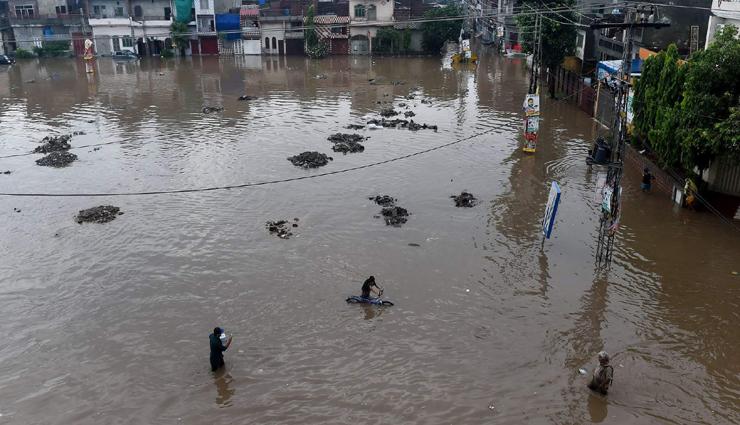 continued heavy rains,lahore,floods,landslides,deaths ,தொடர் கனமழை, லாகூர், வெள்ளம், இடிந்தது, பலி
