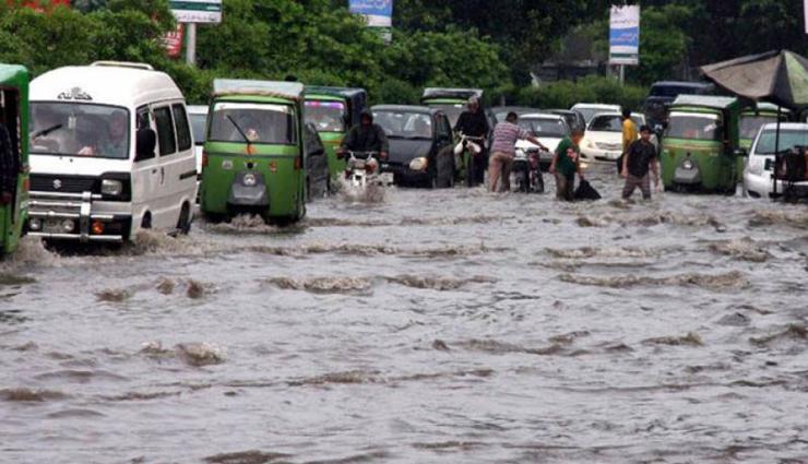 லாகூரில் கனமழையால் வெள்ளப்பெருக்கு; 24 பேர் பலி
