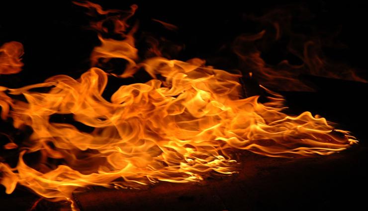 highway,car,caught fire,survived ,நெடுஞ்சாலை, கார், தீப்பிடித்தது, உயிர் தப்பினர்