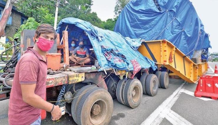 நாசிக்கில் இருந்து பிரமாண்ட கருவியுடன் 10 மாதங்கள் பயணம் செய்த திருவனந்தபுரம் வந்து சேர்ந்த டிரக்