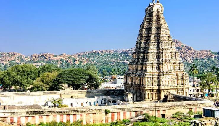கொரோனா பரவல் காரணமாக கர்நாடக கோவில்களில் 60 சதவீத வருவாய் இழப்பு