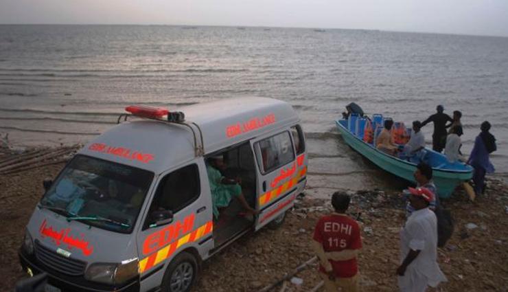 பாகிஸ்தானில் ஏரியில் படகு கவிழ்ந்து விபத்து - 11 பேர் நீரில் மூழ்கி இறப்பு