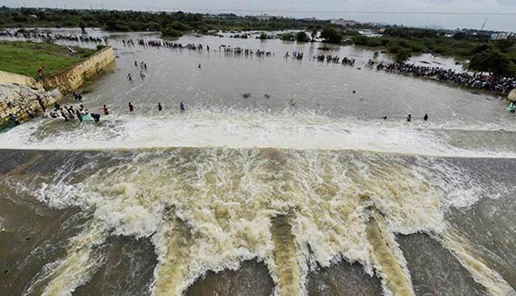 செம்பரம்பாக்கம் ஏரி நீர் திறப்பால் குன்றத்தூர்-ஸ்ரீபெரும்புதூர் சாலை துண்டிப்பு