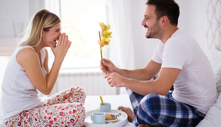 wife,husband,happiness,comfort,caring ,மனைவி,கணவன்,மகிழ்ச்சி,ஆறுதல்,அக்கறை