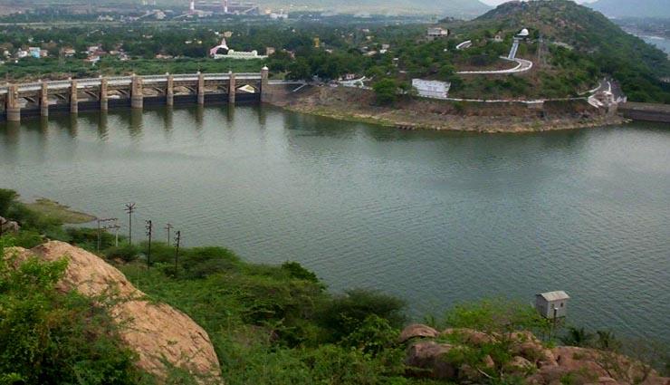 நீர்ப்பிடிப்பு பகுதிகளில் மழை குறைந்ததால் மேட்டூர் அணைக்கு நீர்வரத்து சரிவு