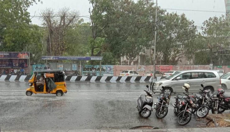 சென்னை மற்றும் அதன் சுற்றுவட்டார பகுதிகளில் இன்று காலை முதலே கனமழை
