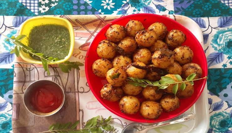 semolina,spices,tomatoes,onions,coriander ,ரவை,மசாலா,தக்காளி,வெங்காயம்,கொத்தமல்லி