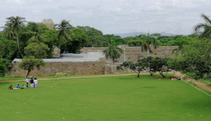 vellore fort,tourism,walking,archeology,surveillance ,வேலூர்கோட்டை,சுற்றுலா,நடைபயிற்சி,தொல்லியத்துறை,கண்காணிப்பு