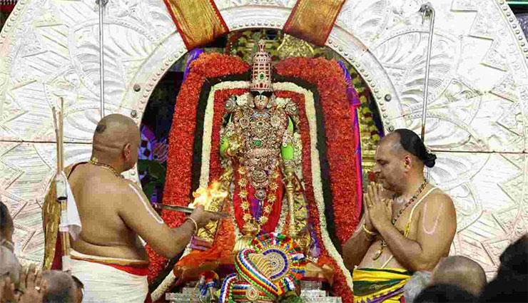 సూర్యప్రభ వాహనంలో దర్శనమిచ్చిన మలయప్పస్వామి