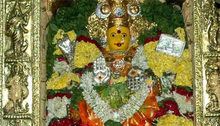 మూడవ రోజు 'గాయత్రిదేవి' రూపంలో బెజవాడ దుర్గమ్మ…